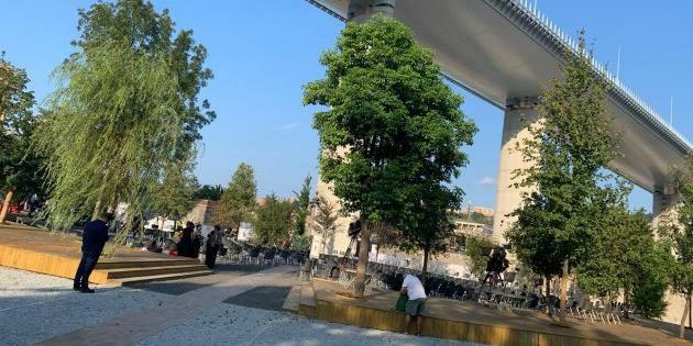 Sotto il nuovo ponte Morandi la Radura delle memoria. Costruita con abeti bianchi friulani schianti da Vaia